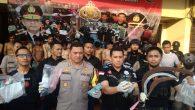 Permalink ke Polres Jakbar Amankan 183 Tersangka Kerusuhan Di petamburan, Rp. 20 Juta Dan Puluhan Amplop Disita