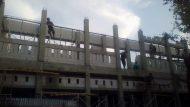 Permalink ke Para pekerja proyek pembangunan SDN Wanasari 03 tidak mementingkan keselamatan kerja